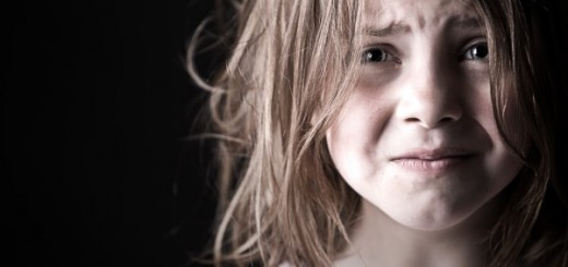 child-really-scared-in-dark-600x400